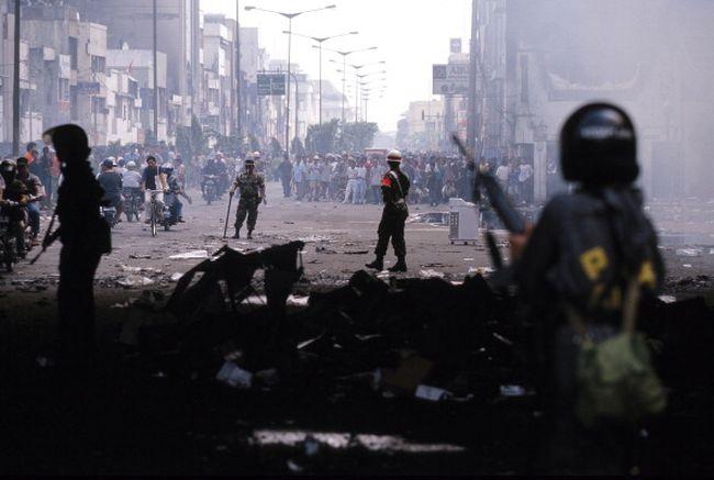 Tahun 1997 adalah sebuah tahun yang menyesakkan, berat, penuh derita buat Indonesia. Annus horribilis.