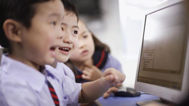 Alasan orang tua untuk mengawasi anaknya agar tidak terlalu lama terpaku pada layar televisi atau komputer semakin kuat.
