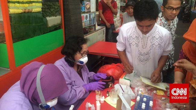 Dari hasil uji sampel makanan oleh Balai Besar POM Jakarta di pusat kuliner Jalan Sabang ditemukan lima jenis makanan menandung boraks dan formalin.