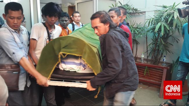 Para netizen ramai-ramai menandatangani petisi online yang ditujukan kepada polisi untuk mengusut tuntas pembunuhan Jopi Peranginangin.