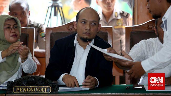 Novel Baswedan sebelumnya keberatan sidang ditunda lantaran Polri sebagai termohon tidak hadir tanpa keterangan di Pengadilan Negeri Jakarta Selatan.