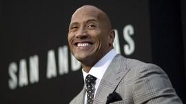 Dwayne 'The Rock' Johnson Raih Bintang Hollywood Walk of Fame