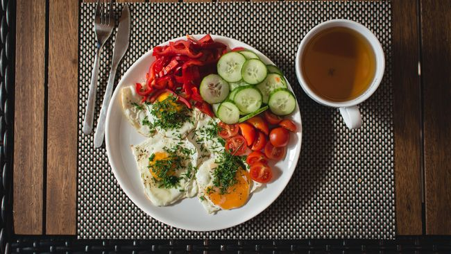 Diet yang sukses tak sekadar mengurangi porsi makanan, namun juga diisi dengan sejumlah aktivitas agar motivasi diet terus bertahan.
