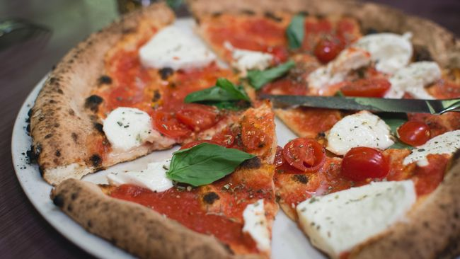 Pasquale Cozzolino berhasil menurunkan berat badan sekitar 42 kilogram dengan cara mengonsumsi pizza setiap makan siang.