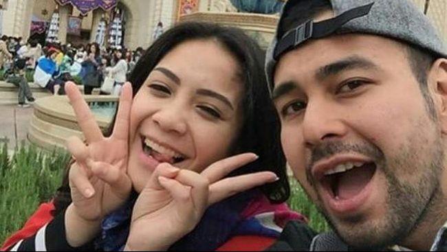Raffi Ahmad mengungkapkan sang istri, Nagita Slavina atau biasa disapa Gigi saat ini tengah hamil anak kedua mereka.