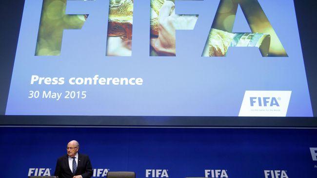 Agar Rep. Irlandia tidak melakukan tuntutan secara hukum atas handball Thierry Henry, FIFA memberikan uang senilai Rp 74,9 Miliar kepada FAI.