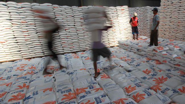 Bulog berencana menambah lagi gudang penyimpanan komoditas pangannya, setelah menambah 35 unit gudang di sepanjang tahun lalu.