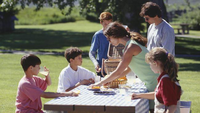 Keluarga adalah tempat pertama untuk membangun karakter anak. Komunikasi yang efektif sangat diperlukan, seperti apa?