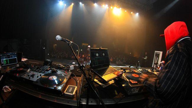 Salah satu label rekaman Inggris menggelar festival musik virtual untuk mencegah pertemuan langsung demi meredam penyebaran virus corona.