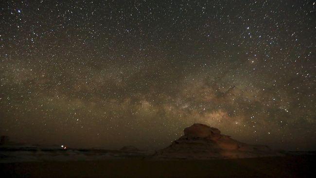 Masih ada beberapa tempat di dunia yang tidak terdampak polusi udara, sehingga sangat cocok untuk menikmati malam bertabur bintang.