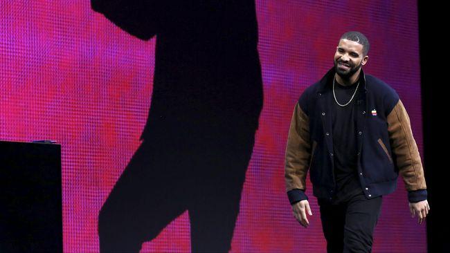 Drake dan Bieber sama-sama menganggap penghargaan itu tidak relevan dan representatif, sementara Kanye menilainya kurang masih rasis.