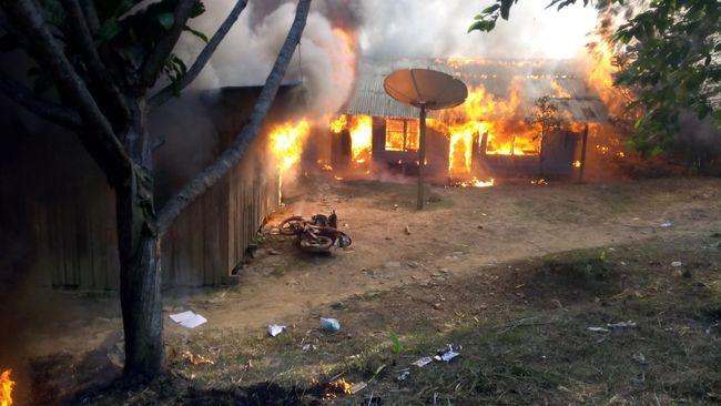 Sejumlah fasilitas umum di Ilaga, Papua, seperti sekolah dan puskesmas, yang dibakar KKB diduga bekas Posko Komando Taktis.