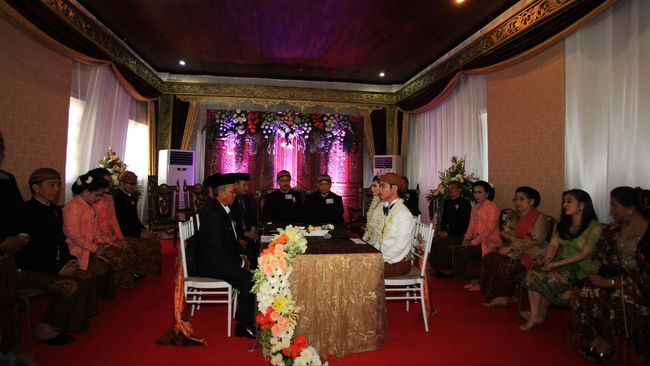Tidak ada proses dan perlakuan khusus yang diberikan oleh penghulu sekaligus Kepala KUA pada pernikahan Gibran dan Selvi.