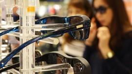 5 Manfaat Memakai Kacamata Hitam Selain untuk Tampil Gaya