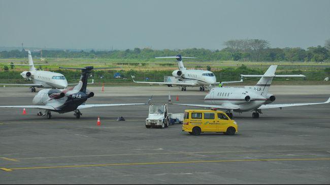 Kemenhub menutup sementara Bandara Adi Soemarmo, Solo karena erupsi Gunung Merapi.
