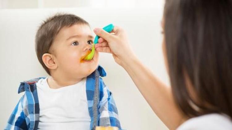 Anak mulai makan MPASI, coba kasih pisang deh untuk MPASI pertamanya. Hmm, tapi apakah mencukupi kecukupan zat besi untuk si kecil?