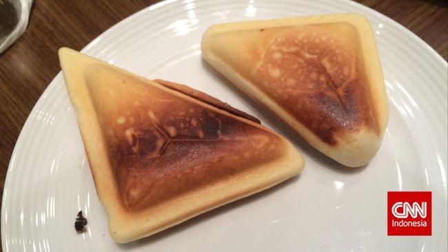 Tidak hanya anak-anak, kue cubit juga menjadi favorit orang dewasa. Koki Yuda Bustara berbagi resep praktis membuat kue cubit di rumah.