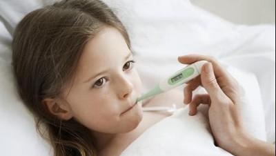 Soal Terapi Sujok yang Viral & Dianggap Bisa Turunkan Demam Anak