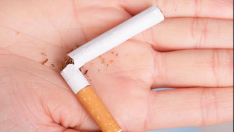 Demi anak-anak, orang tua akan melakukan apapun. Termasuk menghentikan total kebiasaan merokok yang sudah 20 tahun dilakukan.