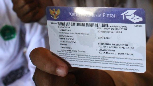 Presiden Joko Widodo (Jokowi) menyatakan Kartu Indonesia Pintar Kuliah akan bisa digunakan tidak hanya untuk studi di dalam negeri tapi juga di luar negeri.