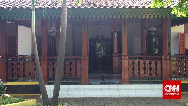 Rumah adat Betawi bukan tanpa filosofi. Dari masuk teras sampai bagian dalam rumah mengandung arti tersendiri.