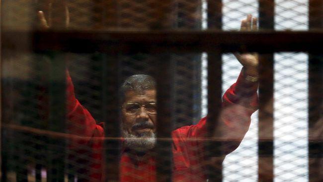 Mesir mengklaim mantan presiden Mohammed Mursi meninggal dunia akibat serangan jantung saat menghadiri persidangan di Pengadilan Kairo, Senin (17/6).