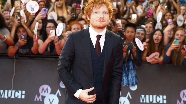 Video musik 'Perfect' yang baru dirilis Ed Sheeran membuat para netizen cewek 'klepek-klepek'. Mereka menyebut Ed tahu isi hati wanita.