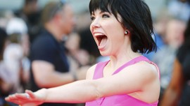 Carly Rae Jepsen Ajak Cintai Diri Sendiri di 'Party For One'