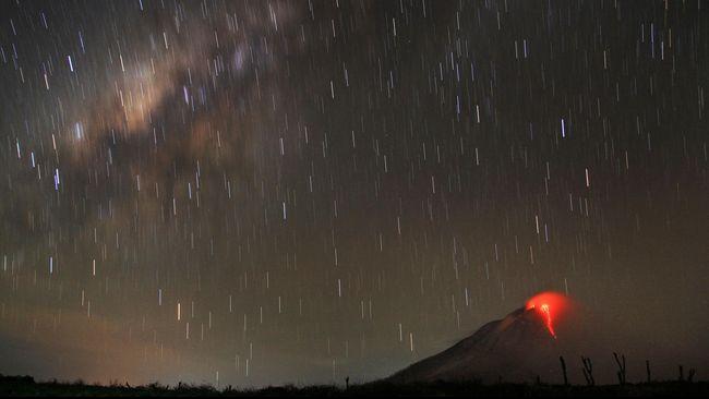Saat ini Indonesia punya 127 gunung berapi aktif. Sebanyak 18 gunung diantaranya memiliki aktivitas di atas normal dan terus dipantau Badan Geologi.