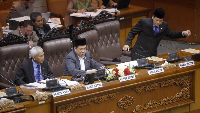 Aksi 'perampokan' itu terlihat dari ambisi DPR yang ngotot meminta dana aspirasi senilai Rp 11.2triliun dan dana bantuan parpol hingga Rp 10triliun per tahun.