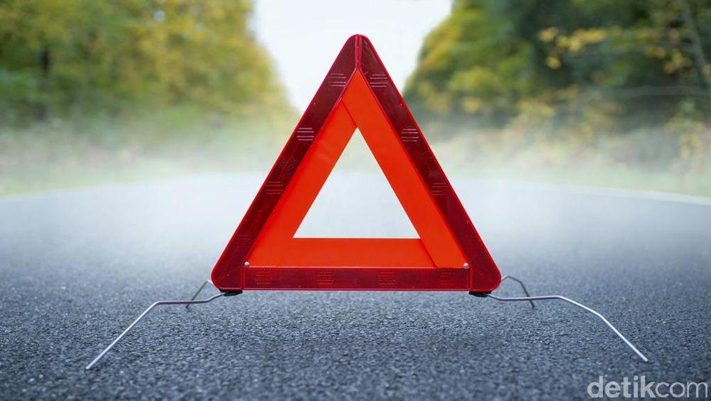 Truk Kecelakaan di KM 21 Tol Jakarta-Tangerang, Lalin Padat Jelang Lokasi