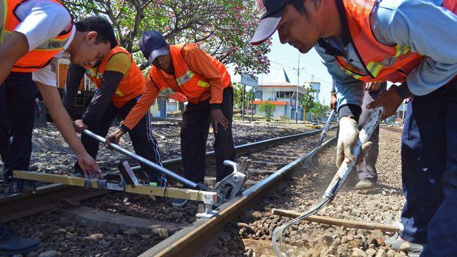 KAI menyatakan akan fokus mengembangkan jalur kereta api di selatan Pulau Jawa demi menopang dan mempermudah  pengiriman logistik.