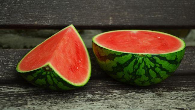 Dehidrasi tak cuma bisa diatasi dengan asupan air yang cukup, tapi juga dari beberapa jenis sayur dan buah.