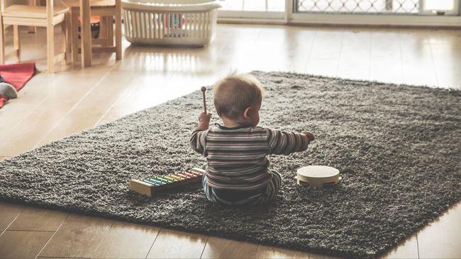 Ilustrasi Anak Sendirian di Rumah
