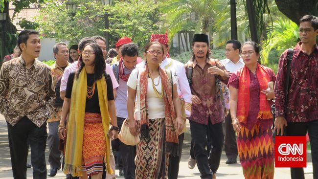 Satgas masyarakat adat telah dibentuk atas pertemuan Jokowi dengan AMAN. Satgas bertugas menjadi jembatan rekonsiliasi masyarakat adat dan negara.