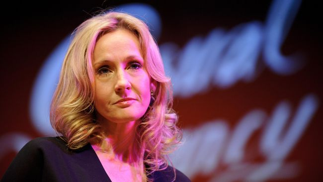 Ulang tahun ke-50 J.K. Rowling dan ke-35 Harry Potter disambut hangat banyak kalangan, termasuk pembuat kue tart.