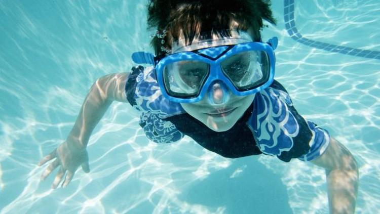 Penting nih, Bun, memerhatikan enam hal ini agar si kecil tetap aman saat berenang.