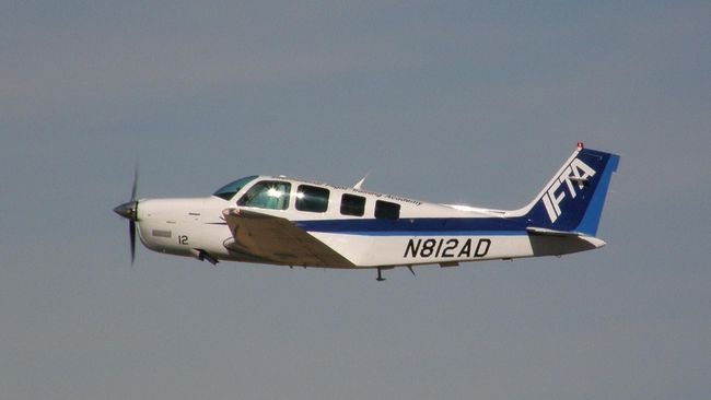 Sebuah pesawat sewaan milik perusahaan Singapura mendarat darurat di jalan tol Malaysia akibat gangguan teknis.