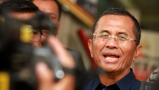 Eks menteri BUMN era Presiden SBY, Dahlan Iskan, menilai Ahok memberi kesan Pertamina dalam kondisi sulit karena diganggu banyak pihak.