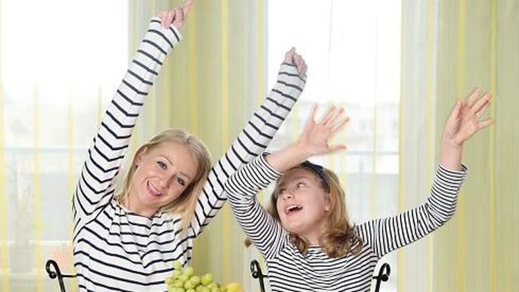Orang tua sebaiknya menghindari melabeli anak yang negatif, begitu pula dengan label positif karena sama-sama berbahaya.