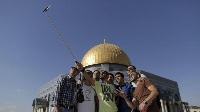 Untuk pertama kali digelar festival kuliner Open Restaurants di Yerusalem, Israel. Orang-orang pun berpesta hummus dan jus delima.