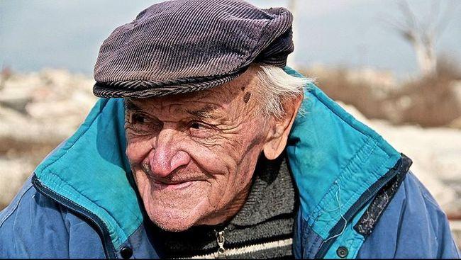 Berbeda dengan orang kebanyakan, Novak justru tak takut sendirian dan tinggal di kota hantu, sebelah barat daya Argentina.