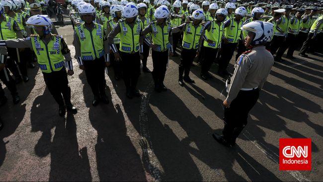 155 ribu aparat TNI-Polri dan personel gabungan bakal ditempatkan di 381 pos penyekatan dan 1.536 pos pengamanan untuk mengawal larangan mudik lebaran 6-17 Mei.