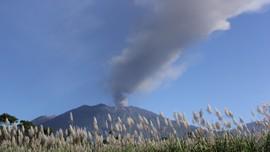 Gunung Raung Waspada, Embusan Gas 400 Meter di Atas Kawah
