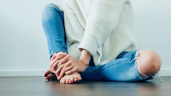 Keseleo terjadi akibat robeknya serat-serat ligamen maupun trauma pada persendian. Mengobati keseleo ringan bisa dilakukan sendiri di rumah.