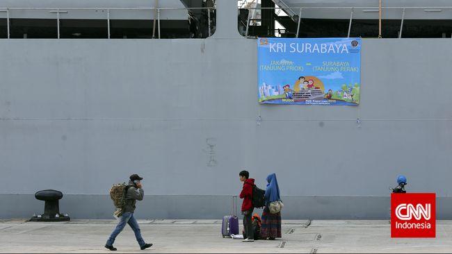 Demi mendapatkan upahnya yang belum dibayar perusahaan, Watimin berjalan kaki dari Cilacap menuju Jakarta, mengandalkan masjid sebagai tempat beristirahat.