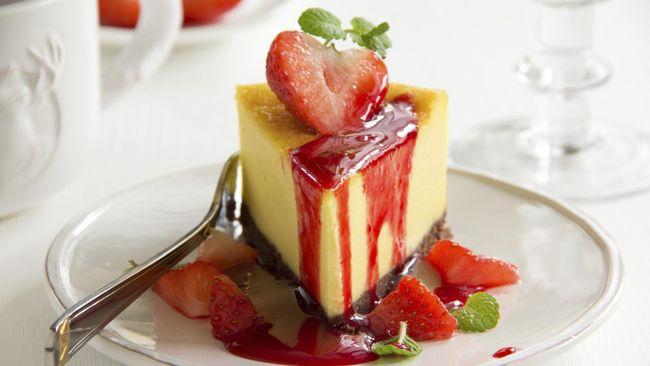 Kue modern seperti cheesecake mungkin tak identik dengan Ramadan atau Lebaran. Namun, Anda bisa mengkreasikannya dengan membuat cheesecake rasa kurma.
