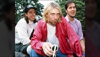 Mikrofon Legendaris Nirvana Bekas Kurt Cobain Dilelang