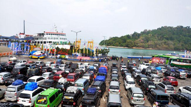 Kementerian Perhubungan memprediksi puncak arus balik di pelabuhan Merak dan Gilimanuk terjadi malam ini dan Tanjung Priok pada 22-23 Juli 2015