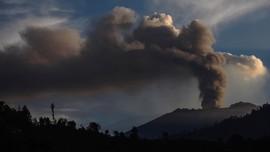 Peneliti Temukan Interval Letusan Gunung Raung 1,2 -2,5 Tahun